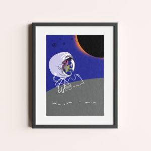 """GRAFIKA """"KOSMICZNY SPACER"""" to fioletowa grafika pokazującą kobietę w skafandrze kosmicznym w kosmicznej przestrzeni."""