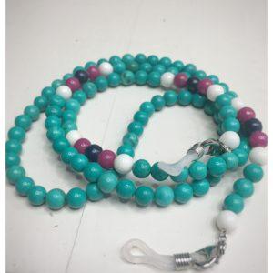 Łańcuszek do okularów z kamieni koloru turkusowego z białymi i różowymi dodatkami.